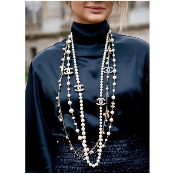 CHANEL LONG FAUX PEARL CAMELLIA NECKLACE